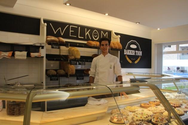 Tweet Google+ Mail 19-jarige Toon opent eigen bakkerszaak